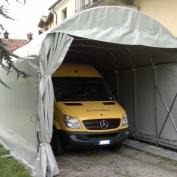 Struttura per ricovero scuolabus coperta con telo in PVC ignifugo con apertura scorrevole